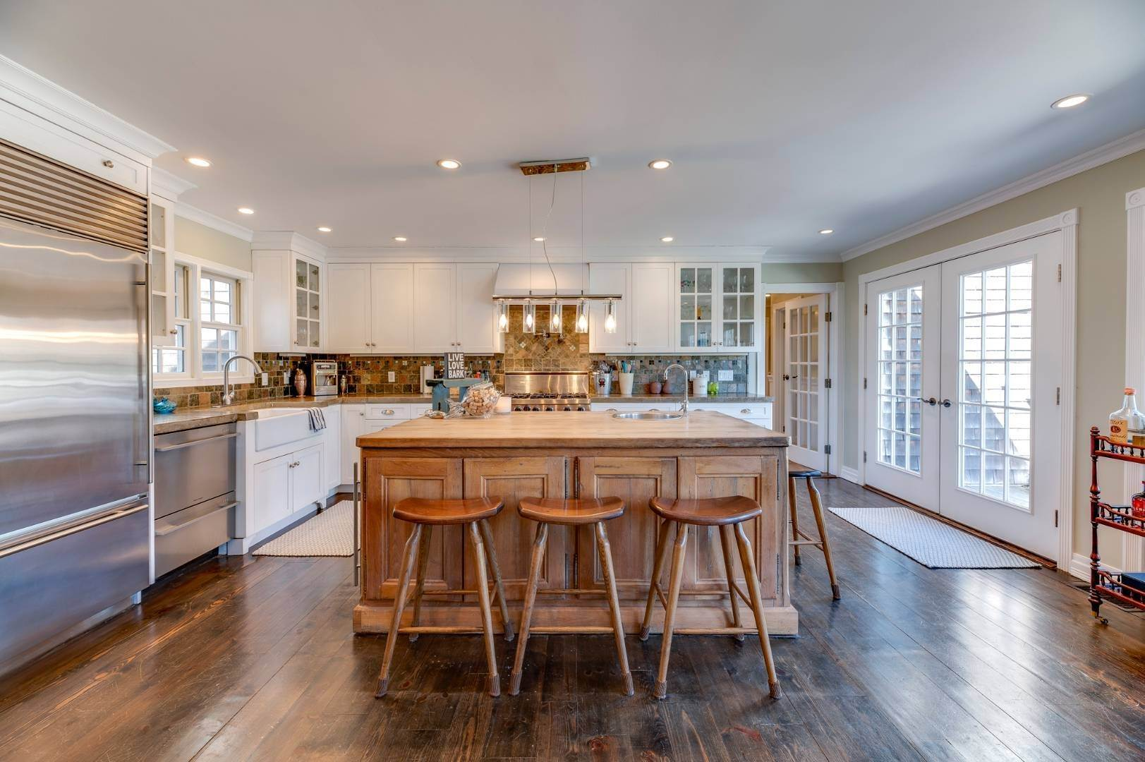 9. Single Family Home at Southaampyon Village Cape Southampton, NY 11968