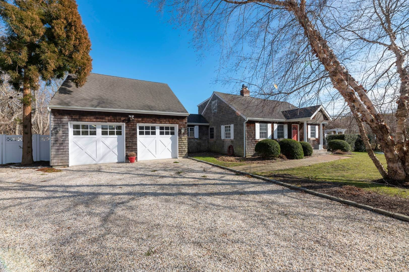2. Single Family Home at Southaampyon Village Cape Southampton, NY 11968
