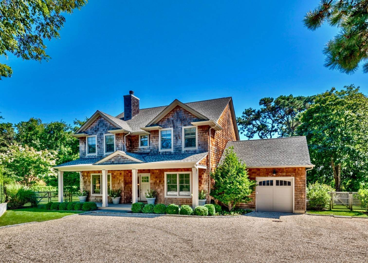 Single Family Home 为 销售 在 Southampton - South Of The Highway 276 Montauk Highway, Southampton, NY 11968