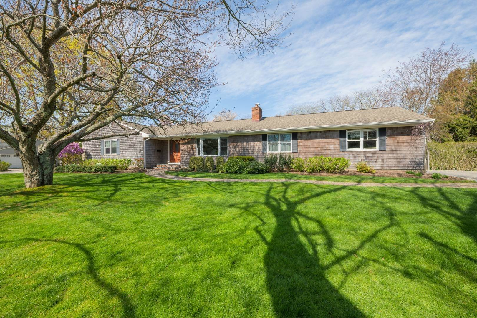 Single Family Home at Southampton, NY 11968
