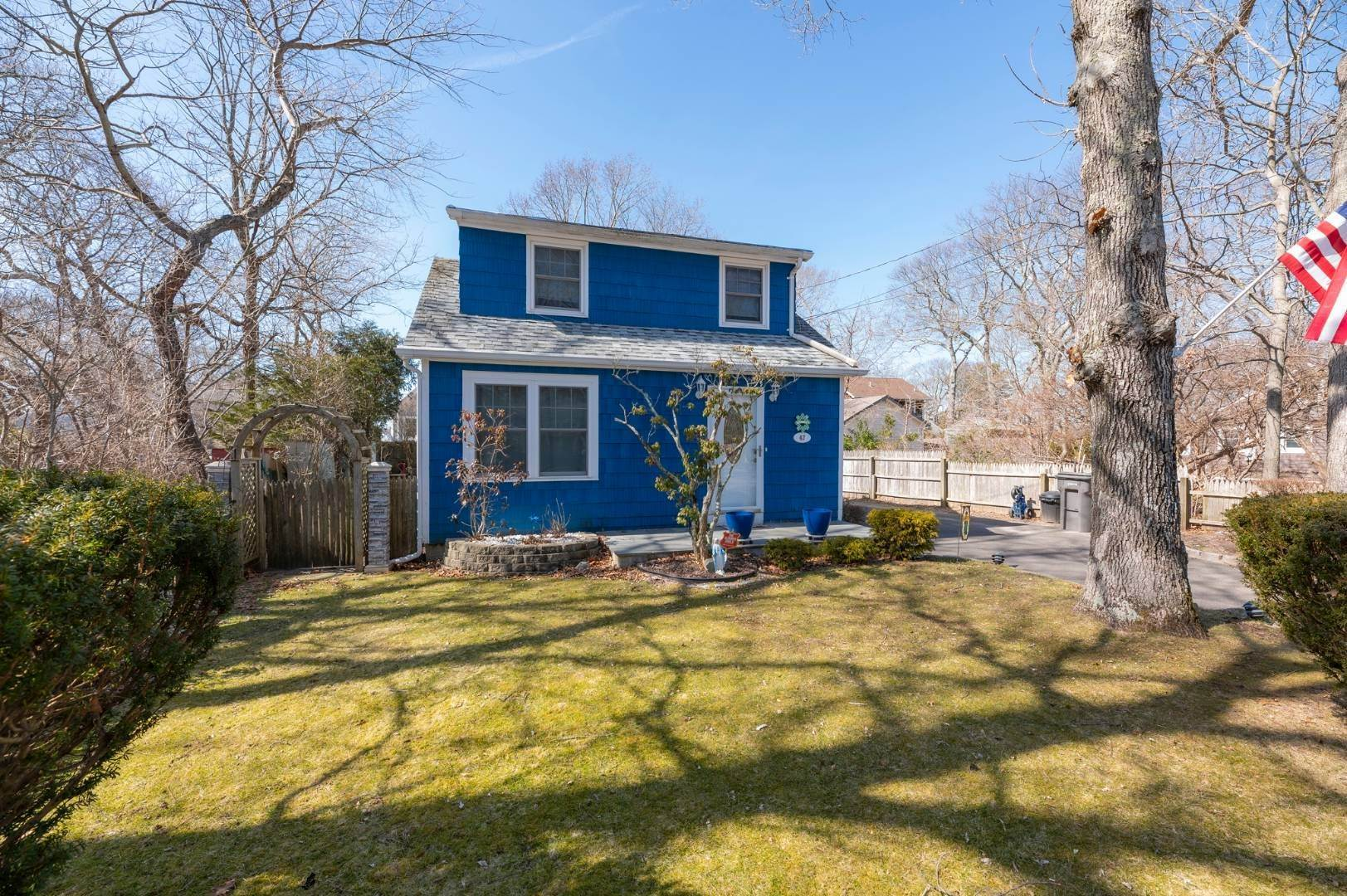 Single Family Home for Sale at Spacious Cottage By Circle Beach 47 Chestnut Street, Sag Harbor, NY 11963