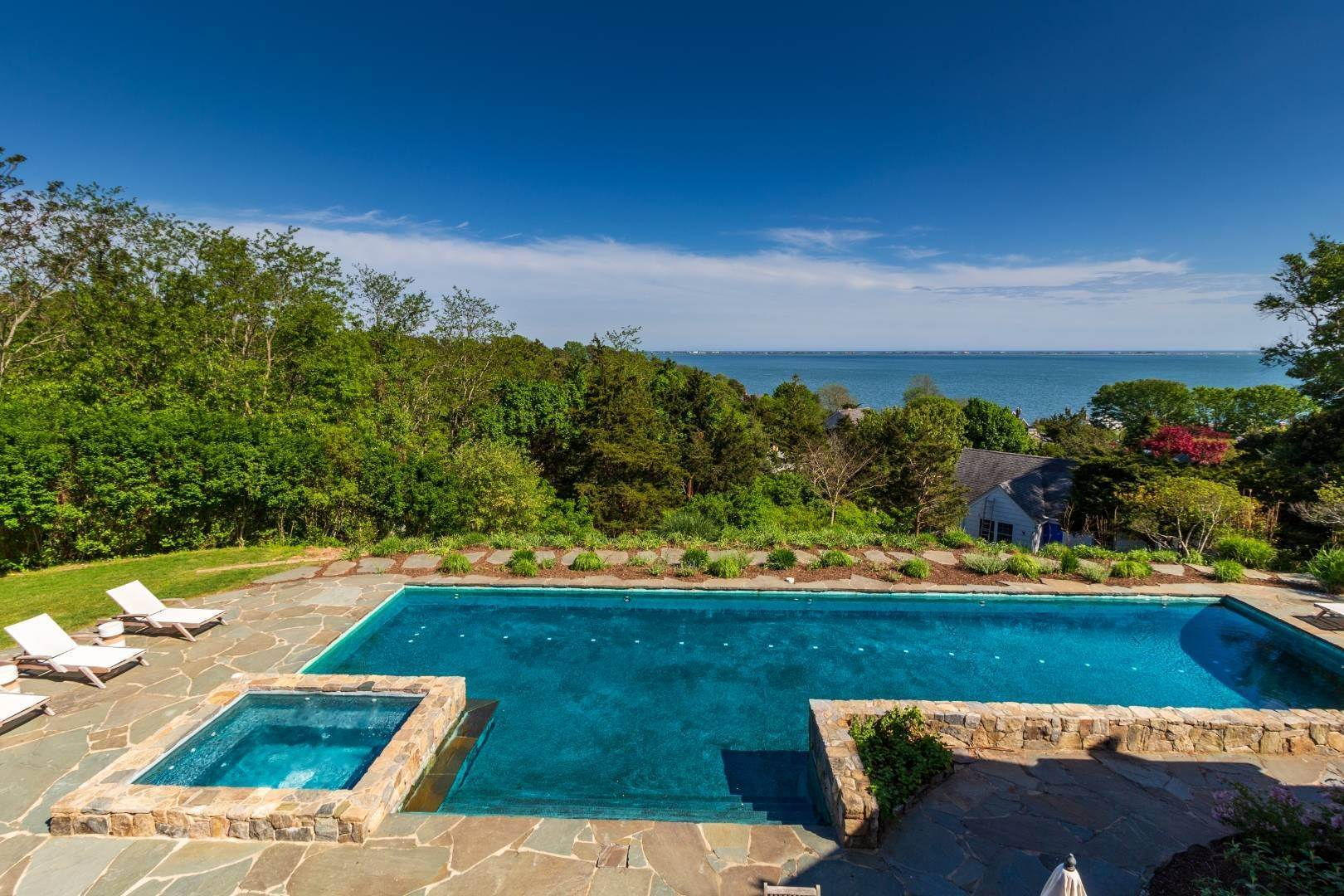 4. Single Family Home at Stuning Bayview Home Southampton South! Southampton, NY 11968