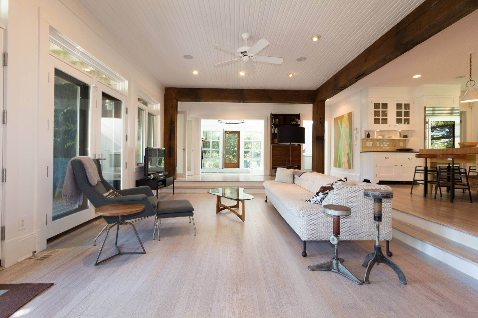 10. Single Family Home at Stuning Bayview Home Southampton South! Southampton, NY 11968