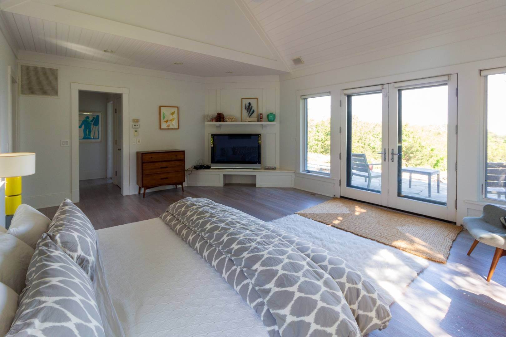 14. Single Family Home at Stuning Bayview Home Southampton South! Southampton, NY 11968