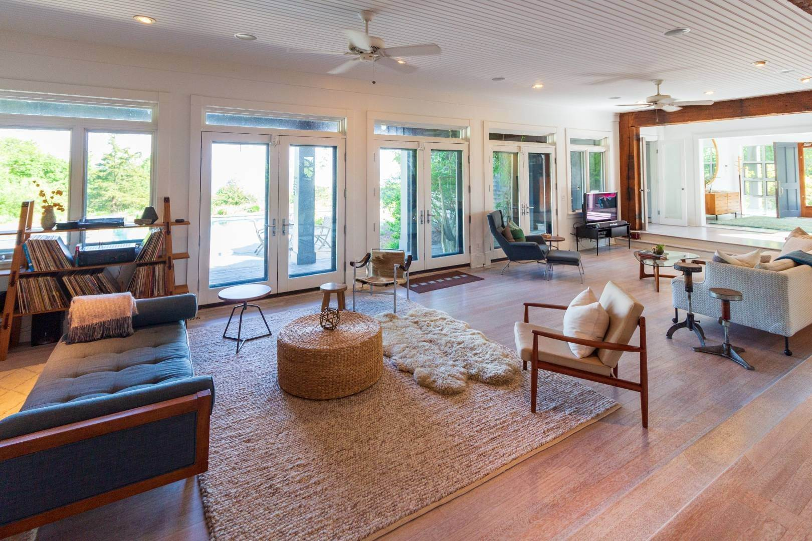 7. Single Family Home at Stuning Bayview Home Southampton South! Southampton, NY 11968