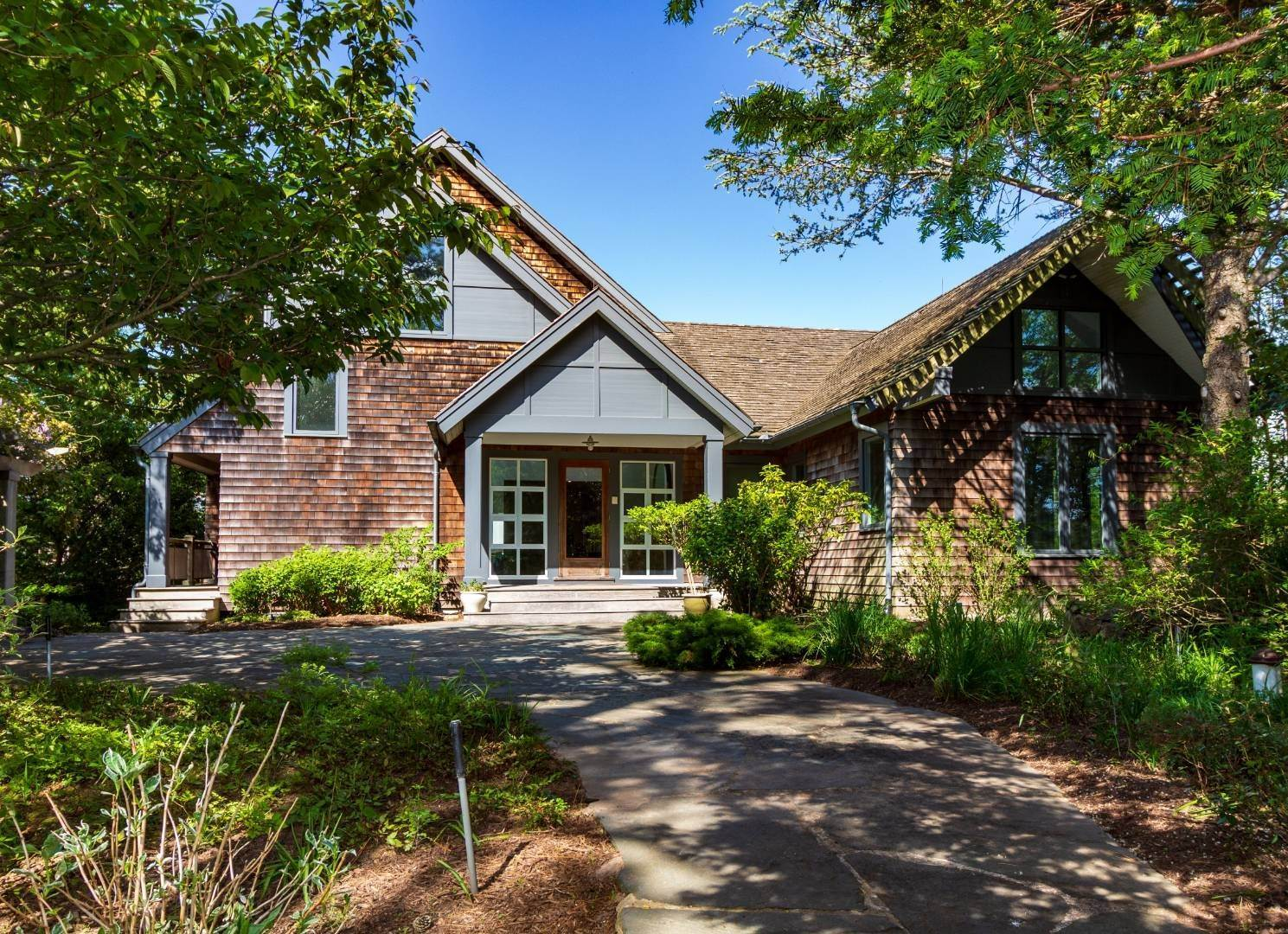 27. Single Family Home at Stuning Bayview Home Southampton South! Southampton, NY 11968