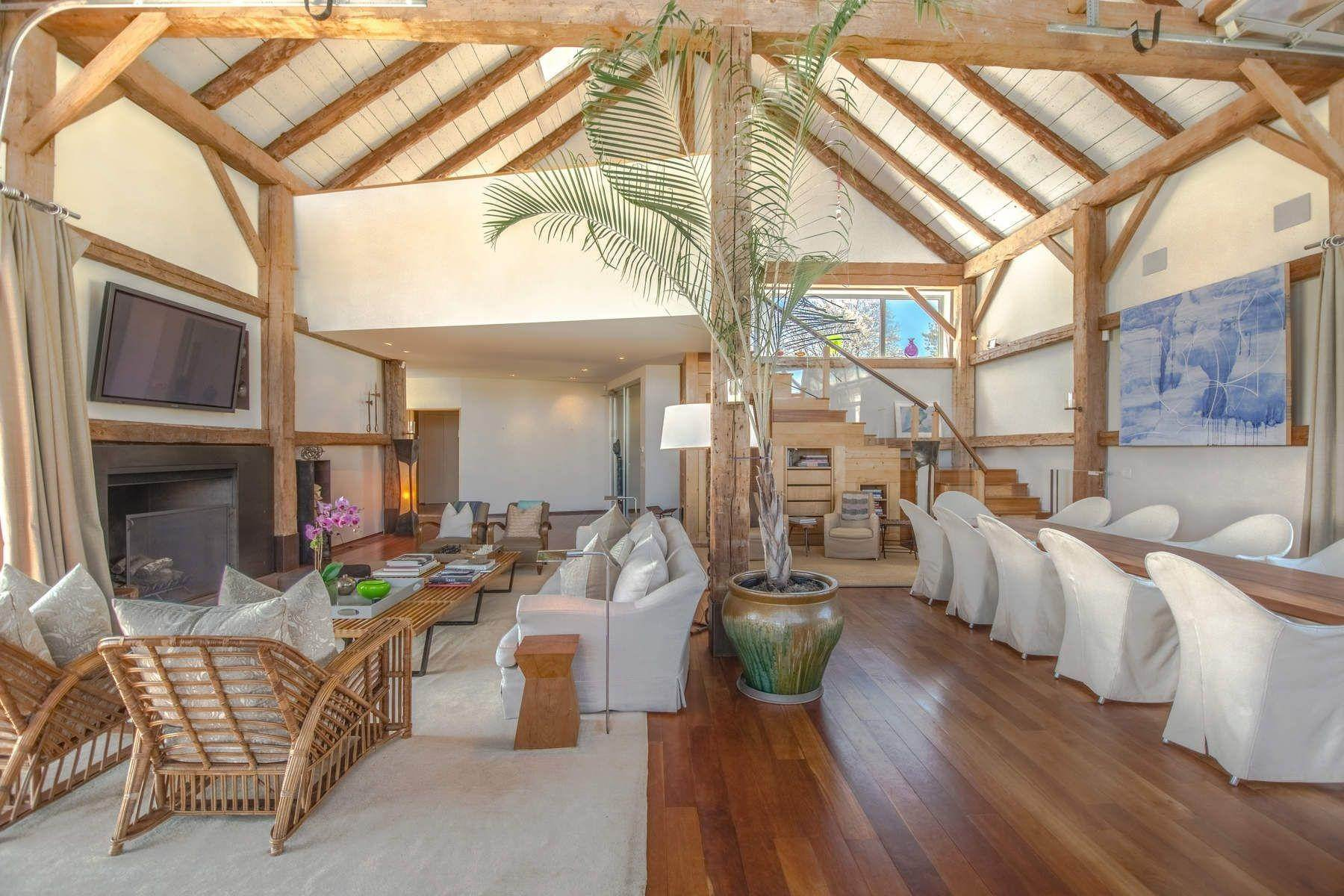 28. Single Family Home at Famous Fashion Designer's Private Oceanfront Retreat 135 Crestview Lane, Sagaponack Village, NY 11962