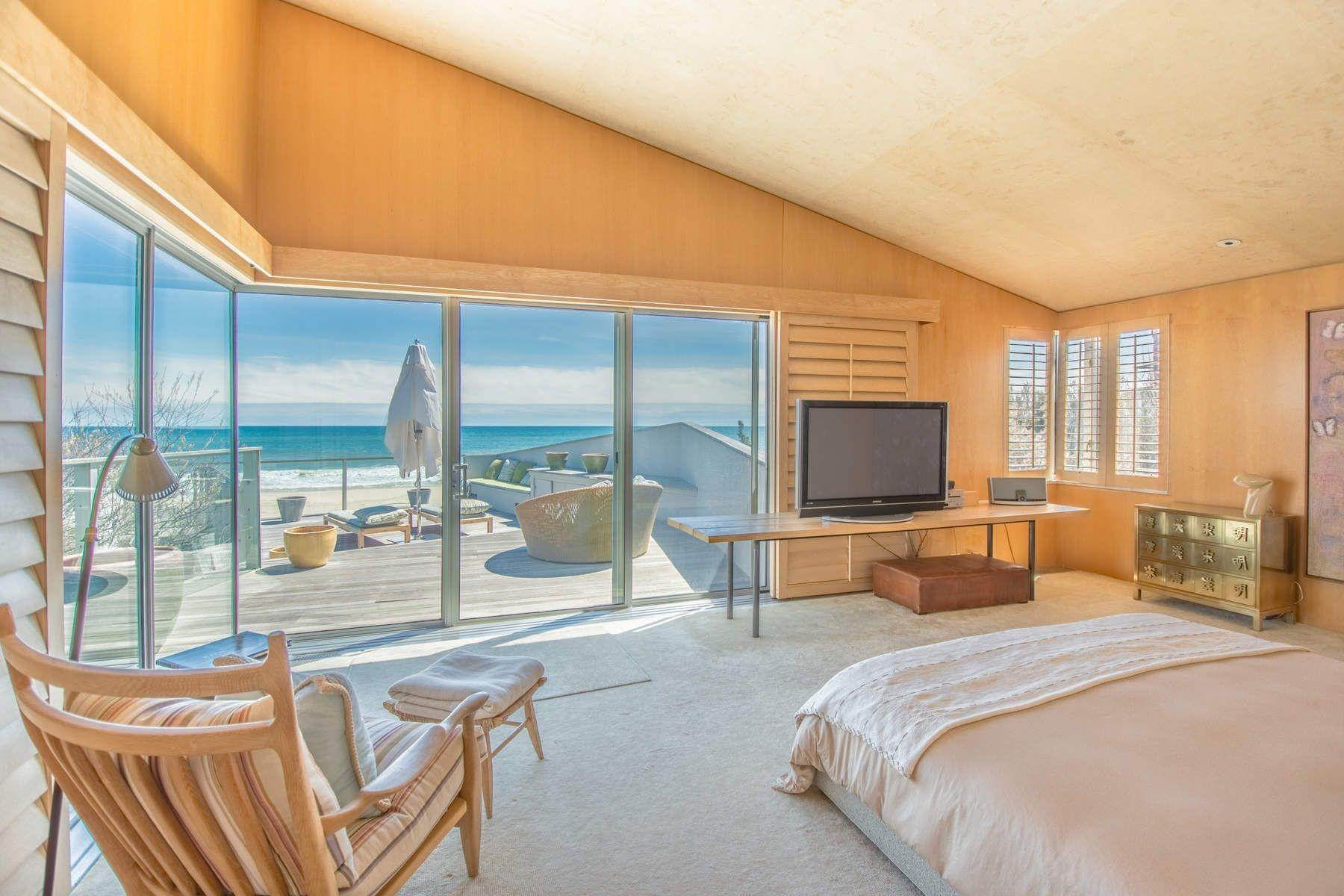 26. Single Family Home at Famous Fashion Designer's Private Oceanfront Retreat 135 Crestview Lane, Sagaponack Village, NY 11962