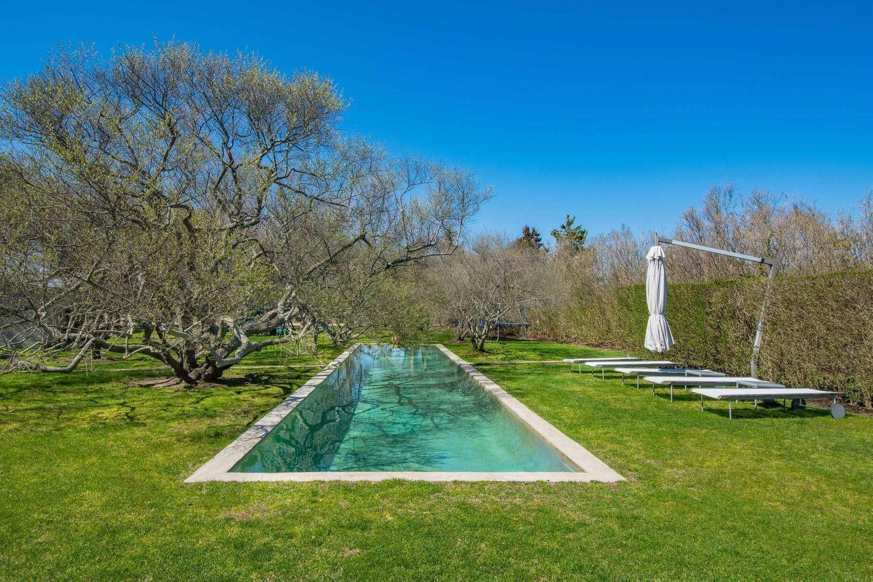 18. Single Family Home at Famous Fashion Designer's Private Oceanfront Retreat 135 Crestview Lane, Sagaponack Village, NY 11962
