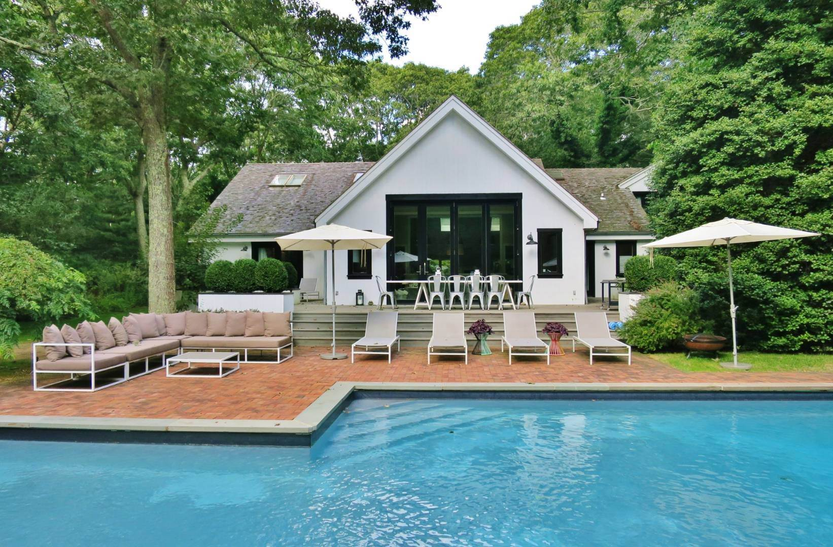 Single Family Home at Elegant Summer Living East Hampton, NY 11937