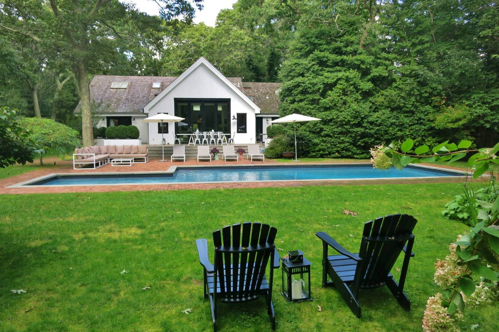 2. Single Family Home at Elegant Summer Living East Hampton, NY 11937