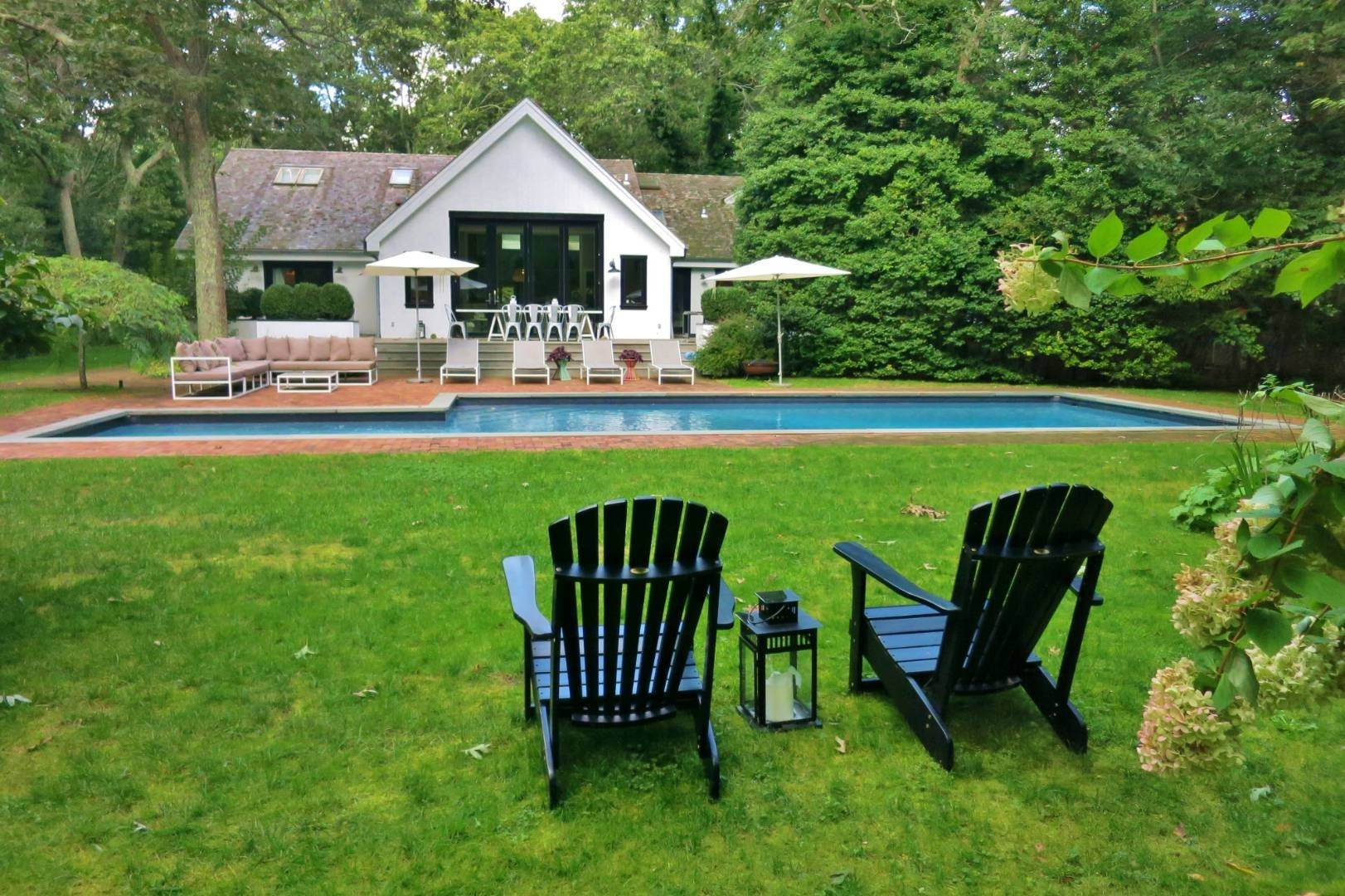 26. Single Family Home at Elegant Summer Living East Hampton, NY 11937