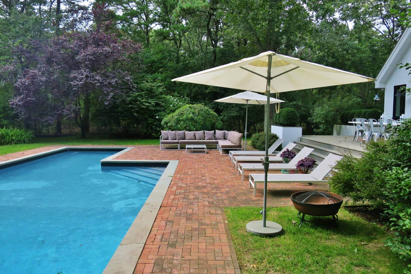 27. Single Family Home at Elegant Summer Living East Hampton, NY 11937