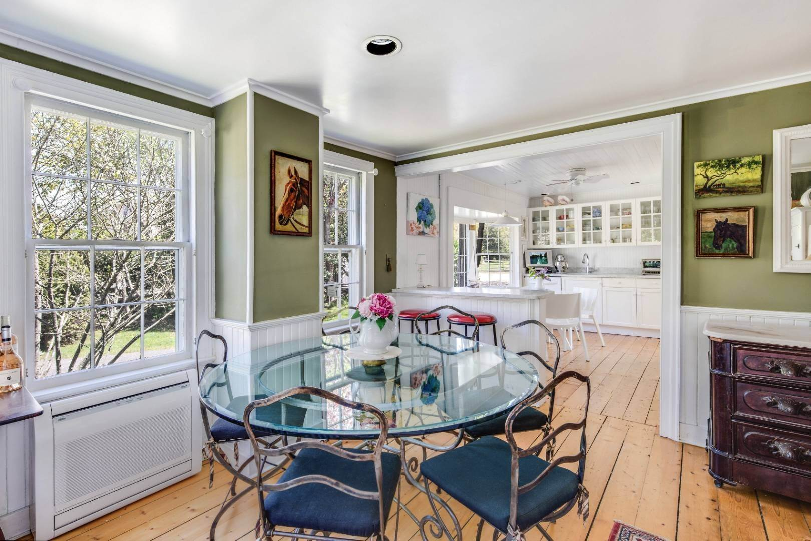 5. Single Family Home at East Hampton Farmhouse Compound East Hampton, NY 11937