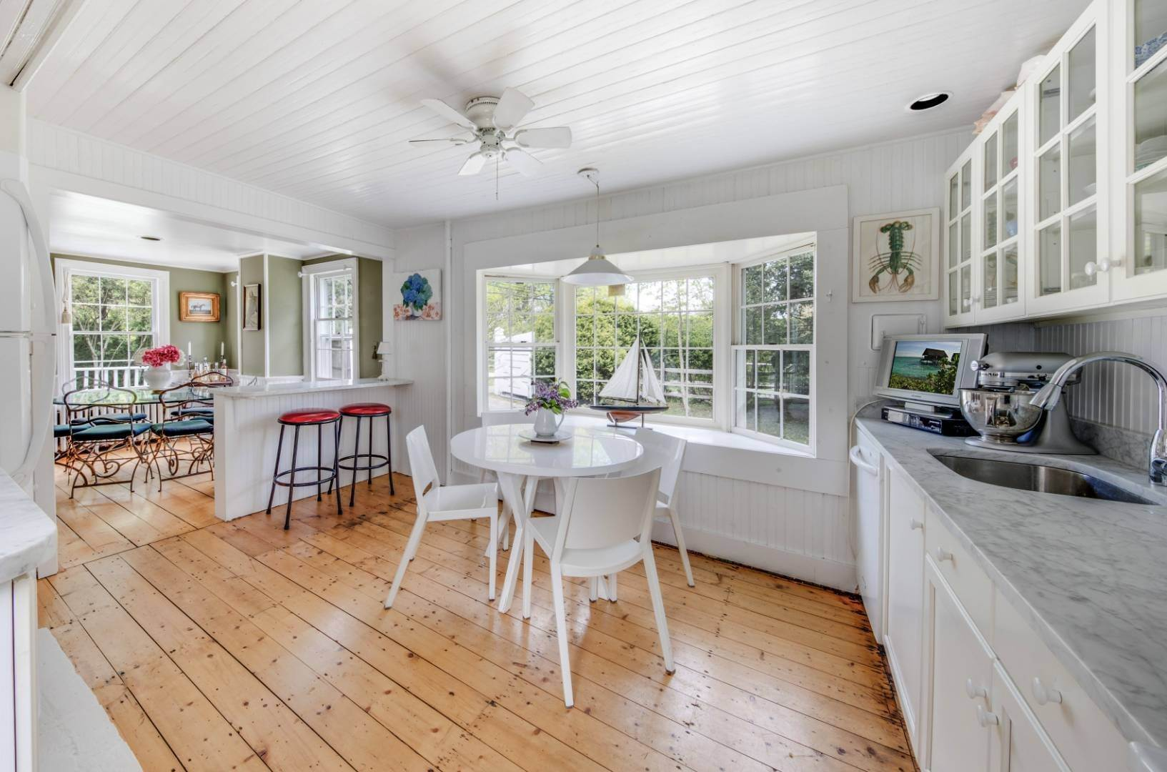 6. Single Family Home at East Hampton Farmhouse Compound East Hampton, NY 11937