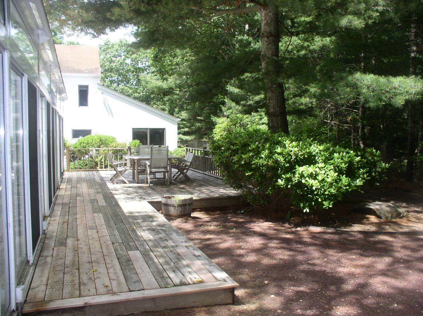 24. Single Family Home at East Hampton Summer Getaway! 120 Springy Banks Road, East Hampton, NY 11937