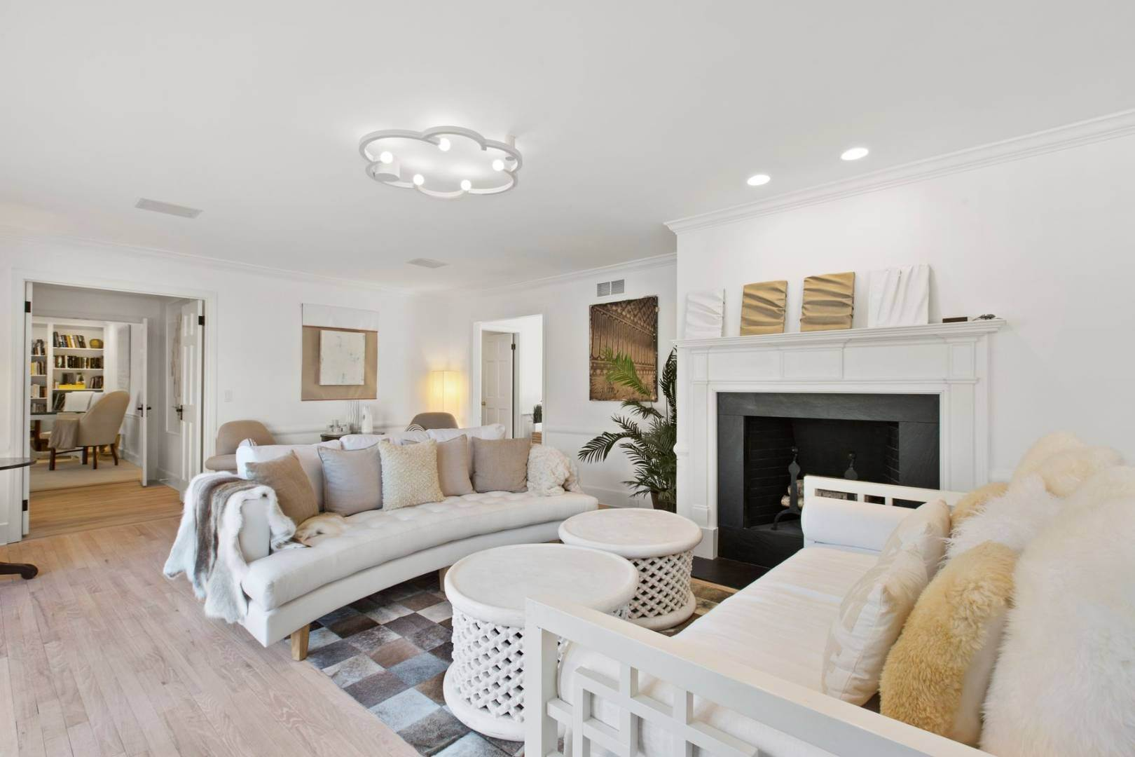 6. Single Family Home at Southampton Estate Section With Pool &Tennis Southampton, NY 11968