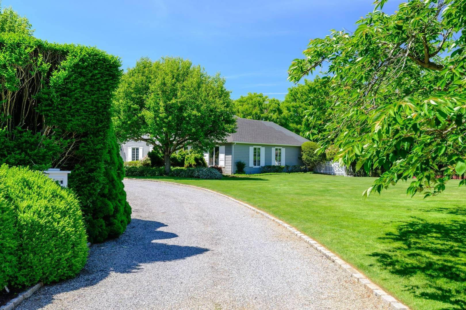 3. Single Family Home at Southampton Estate Section With Pool &Tennis Southampton, NY 11968