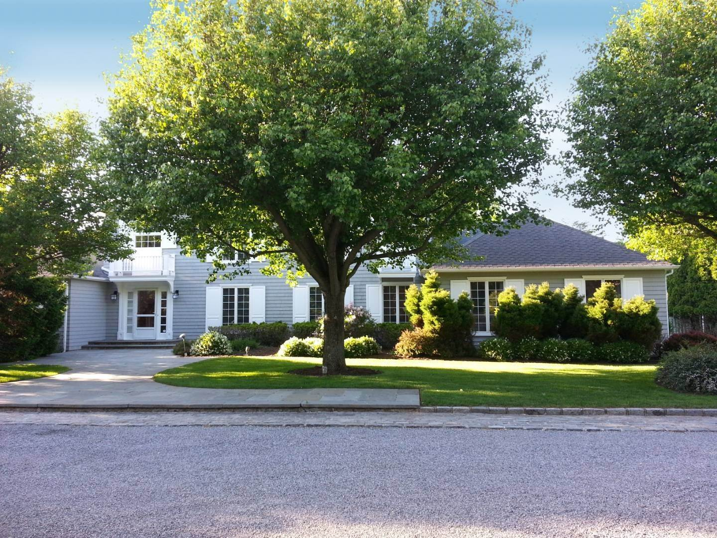 Single Family Home at Southampton Estate Section With Pool &Tennis Southampton, NY 11968