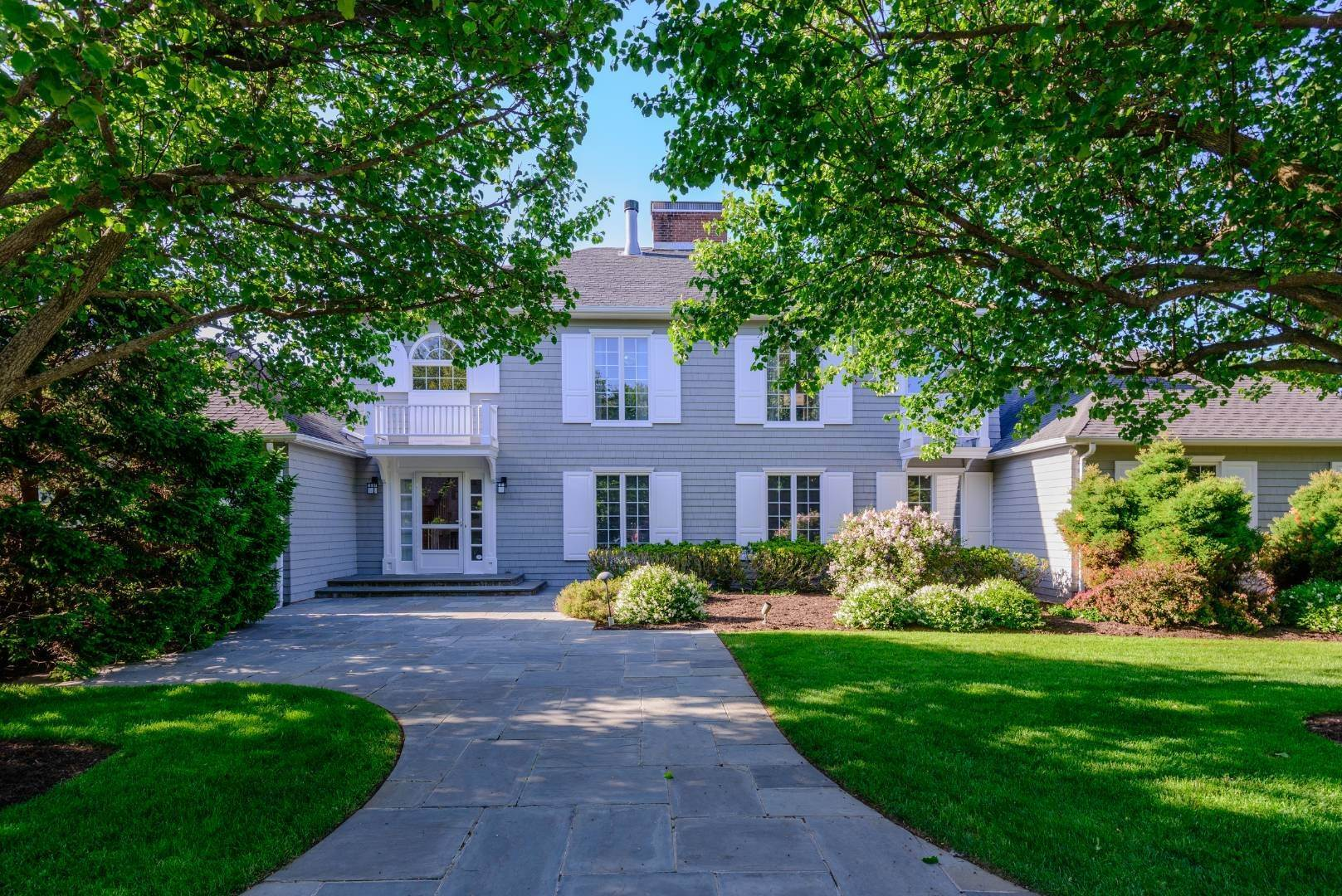 2. Single Family Home at Southampton Estate Section With Pool &Tennis Southampton, NY 11968