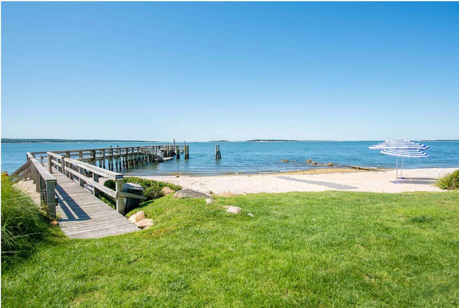 18. Single Family Home at Beauty In North Haven With Community Dock And Tennis Courts Sag Harbor, NY 11963
