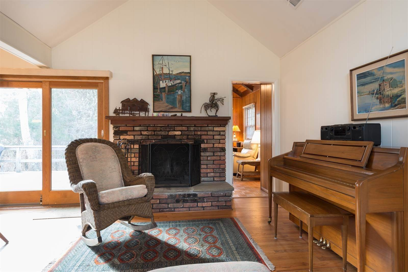 7. Single Family Home at Amagansett Dunes, Atlantic Ocean Is Down The Road Amagansett, NY 11930