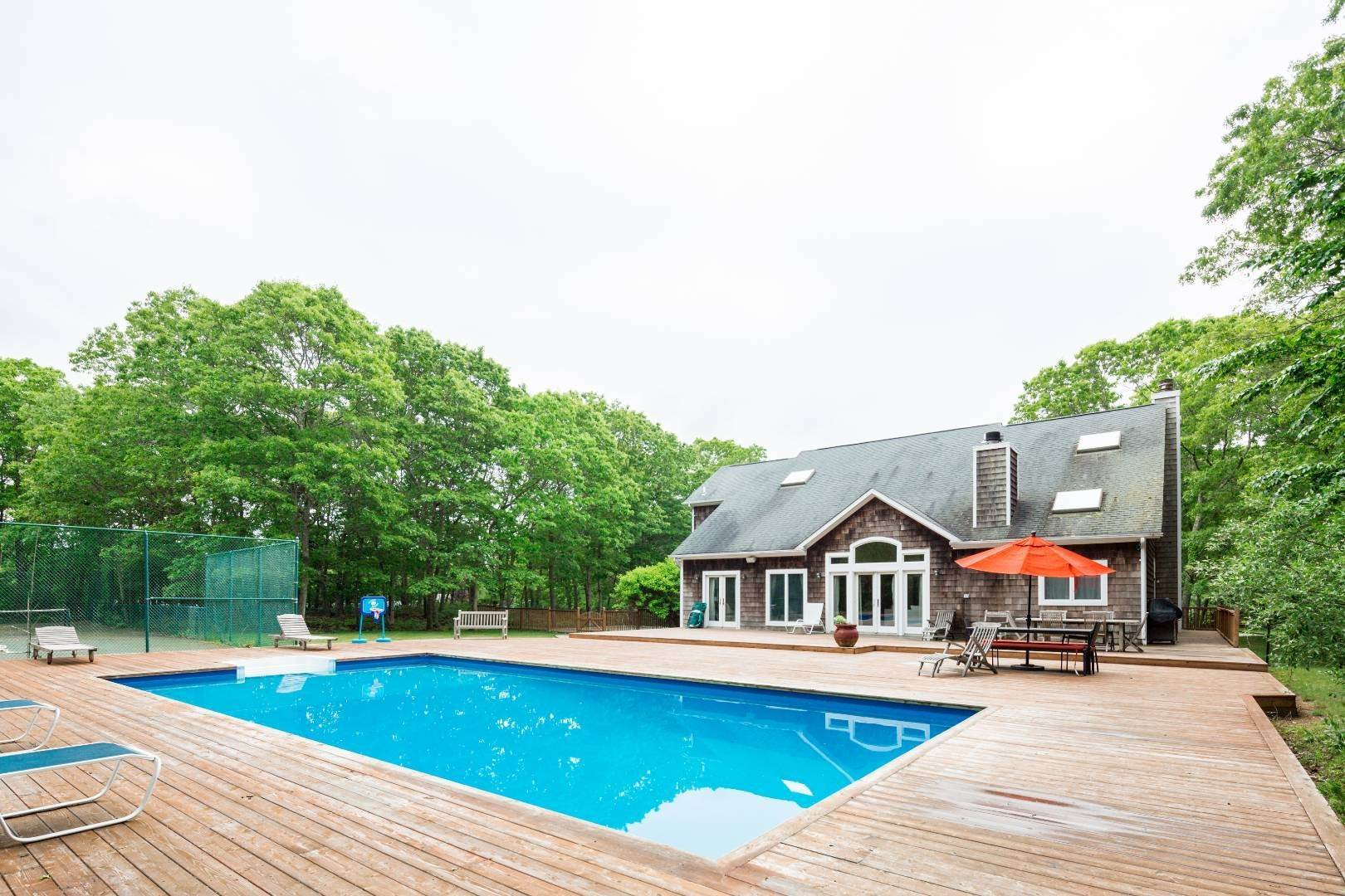 28. Single Family Home at Southampton 5 Bedroom With Tennis Southampton, NY 11968