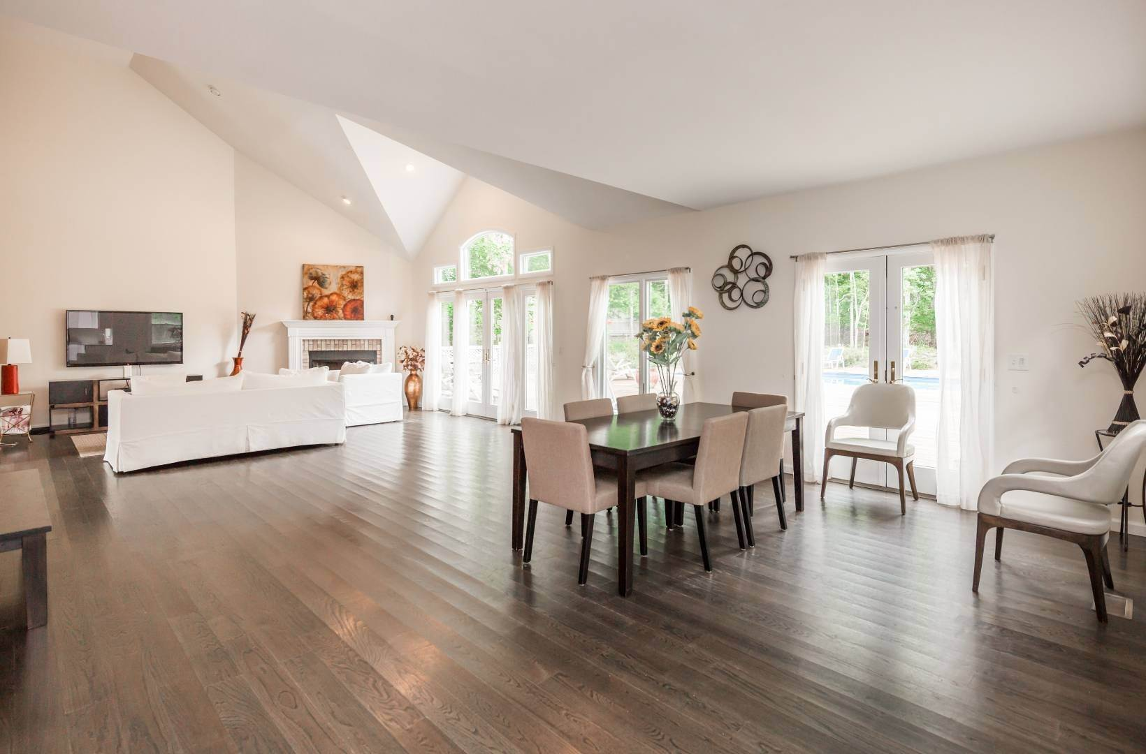 14. Single Family Home at Southampton 5 Bedroom With Tennis Southampton, NY 11968