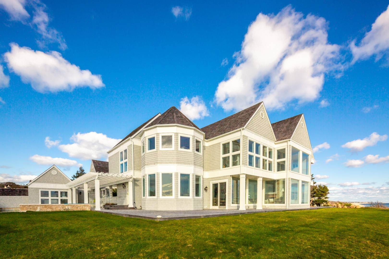 Single Family Home at Oceanfront Oasis Montauk, NY 11954