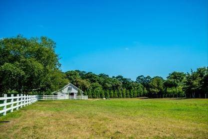 18. Single Family Home at One Of A Kind Estate 1 Green Hollow Road, East Hampton, NY 11937