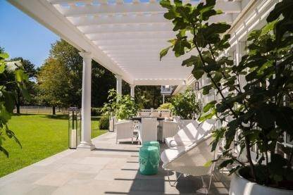 5. Single Family Home at One Of A Kind Estate 1 Green Hollow Road, East Hampton, NY 11937