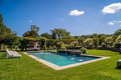 3. Single Family Home at One Of A Kind Estate 1 Green Hollow Road, East Hampton, NY 11937
