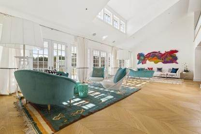 8. Single Family Home at One Of A Kind Estate 1 Green Hollow Road, East Hampton, NY 11937