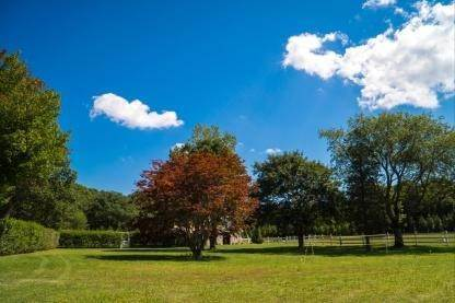 24. Single Family Home at One Of A Kind Estate 1 Green Hollow Road, East Hampton, NY 11937