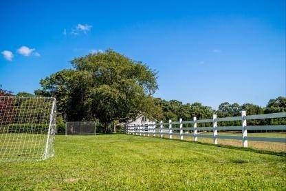 17. Single Family Home at One Of A Kind Estate 1 Green Hollow Road, East Hampton, NY 11937