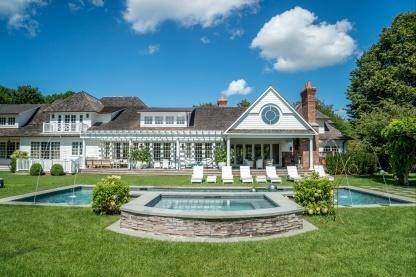 2. Single Family Home at One Of A Kind Estate 1 Green Hollow Road, East Hampton, NY 11937