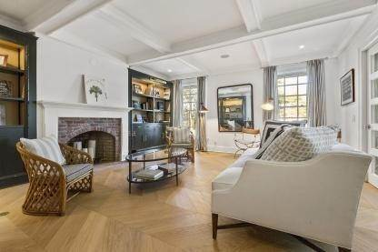 9. Single Family Home at One Of A Kind Estate 1 Green Hollow Road, East Hampton, NY 11937