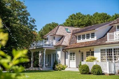6. Single Family Home at One Of A Kind Estate 1 Green Hollow Road, East Hampton, NY 11937