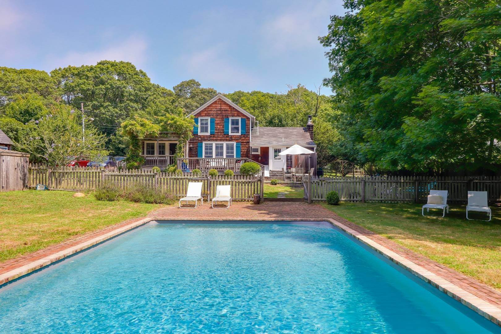 Single Family Home at Charm And Convenience In Amagansett 532 Abrahams Path, East Hampton, NY 11930