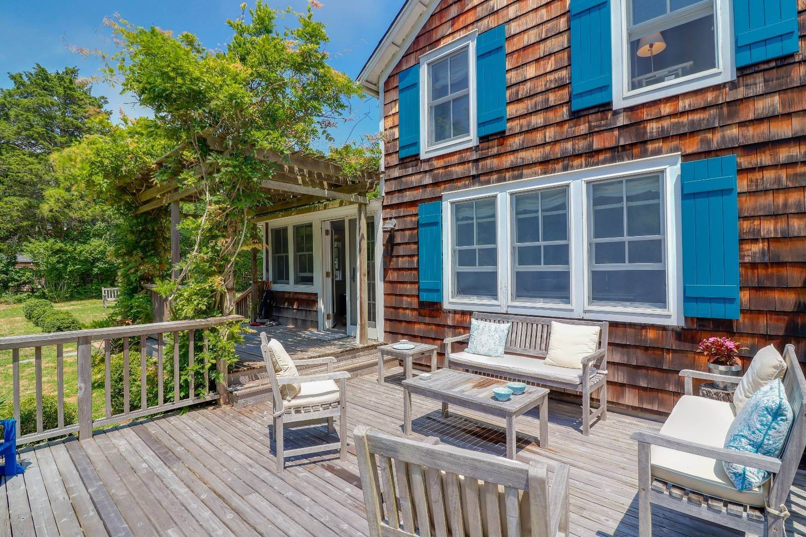 4. Single Family Home at Charm And Convenience In Amagansett 532 Abrahams Path, East Hampton, NY 11930
