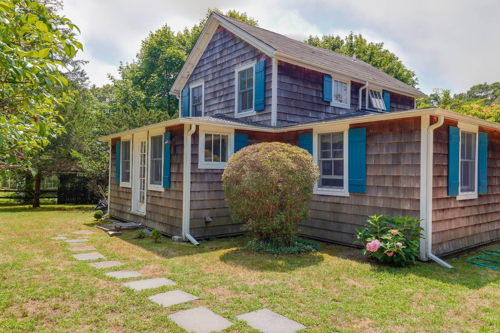 3. Single Family Home at Charm And Convenience In Amagansett 532 Abrahams Path, East Hampton, NY 11930