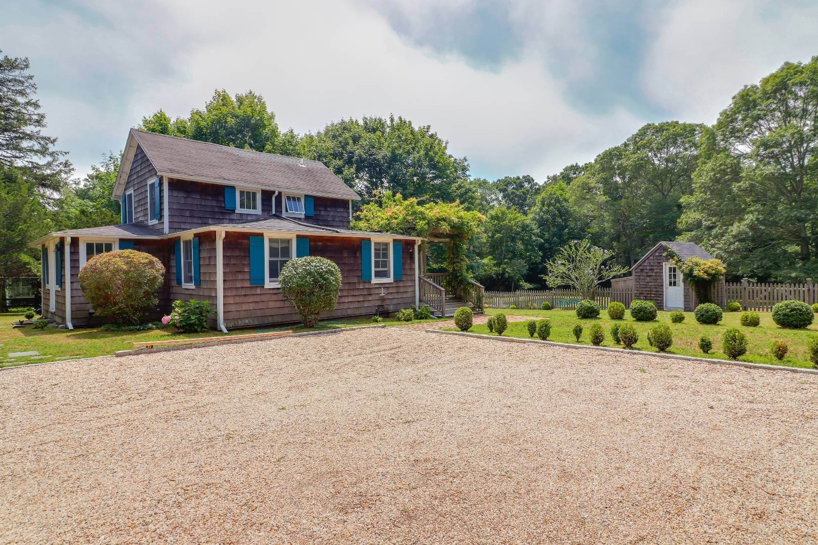 2. Single Family Home at Charm And Convenience In Amagansett 532 Abrahams Path, East Hampton, NY 11930