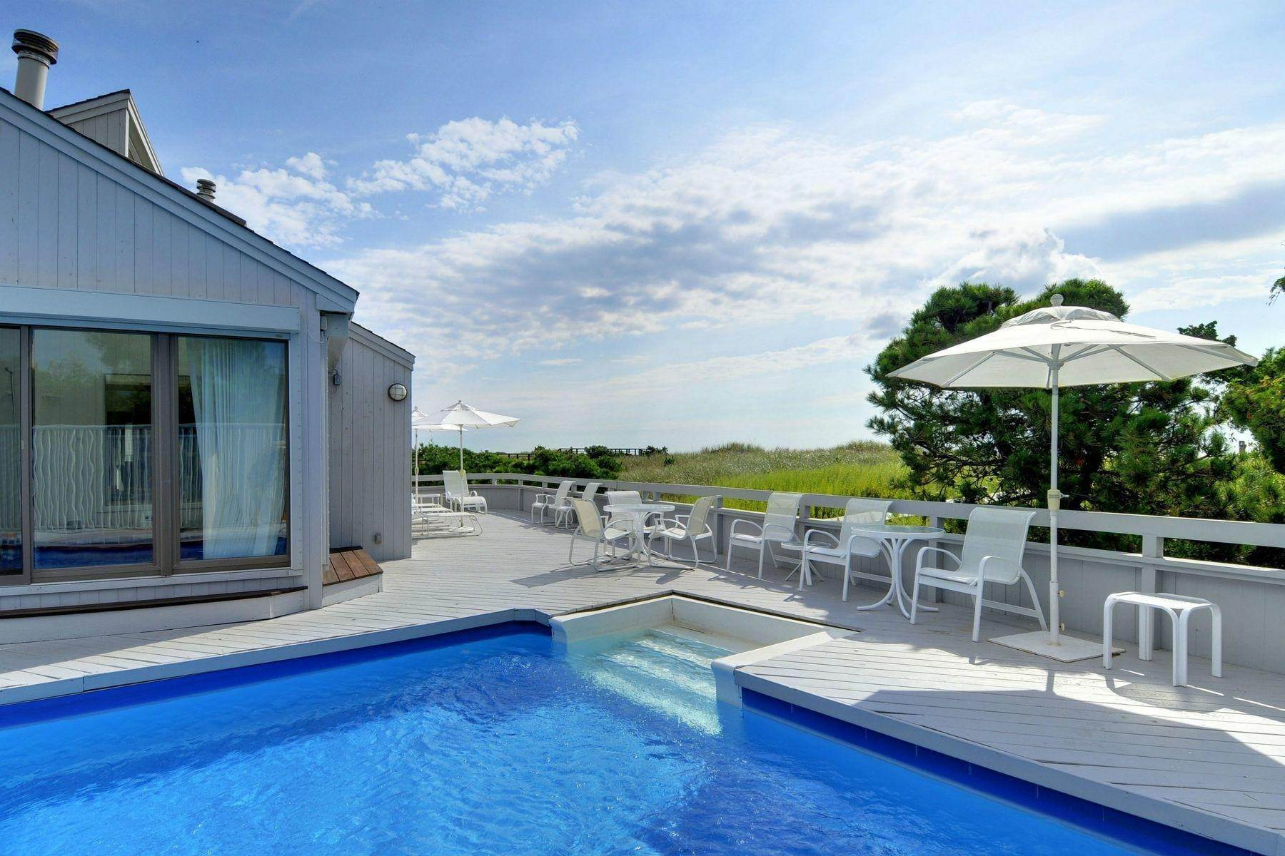 17. Single Family Home at Amagansett Oceanfront 271 Marine Blvd, Amagansett, NY 11930