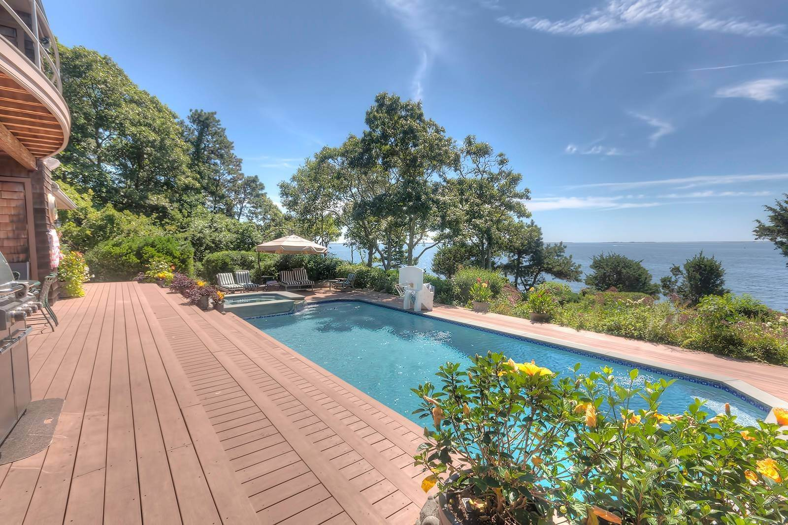 15. Single Family Home at Forever Views Directly On Shinnecock Bay 8 Peconic Road, Southampton, NY 11968