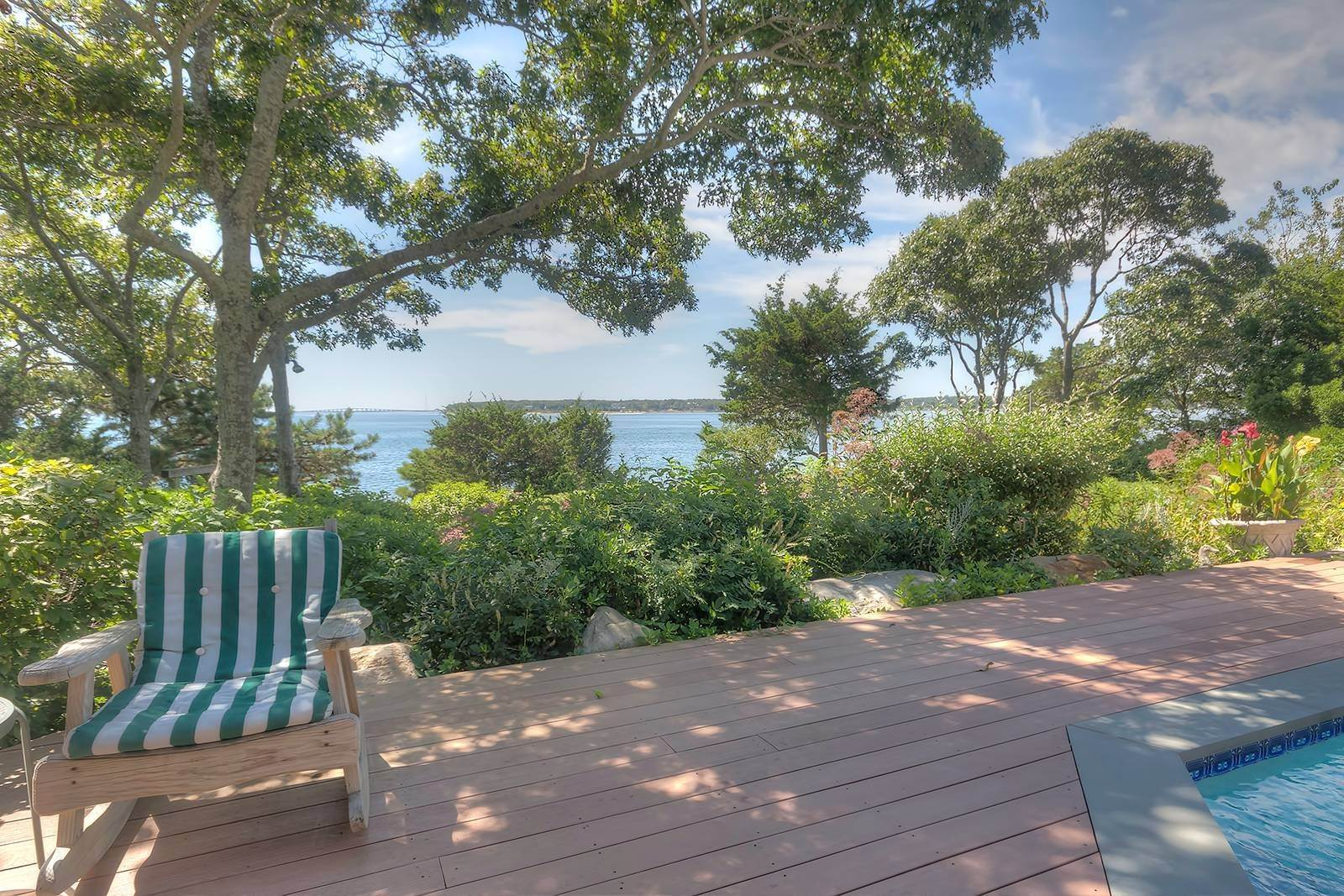 19. Single Family Home at Forever Views Directly On Shinnecock Bay 8 Peconic Road, Southampton, NY 11968