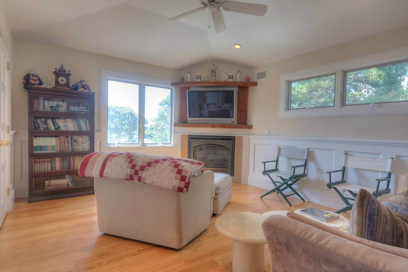 10. Single Family Home at Forever Views Directly On Shinnecock Bay 8 Peconic Road, Southampton, NY 11968