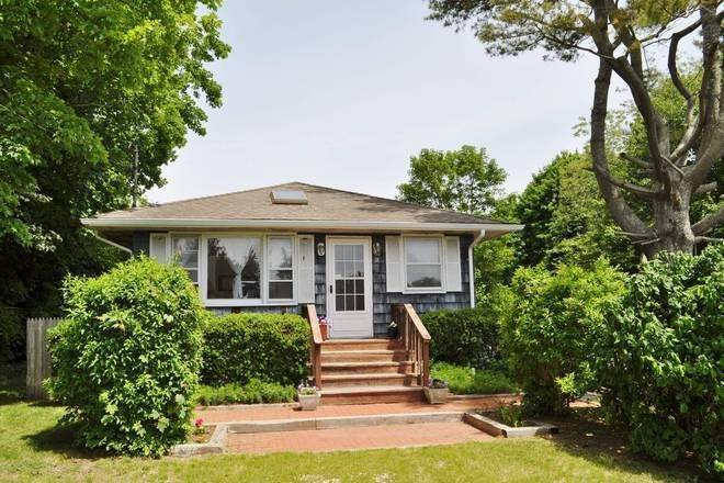 Single Family Home at Eh Village Cute Traditional On Quiet Lane 18 Miller Lane Terrace, East Hampton, NY 11937