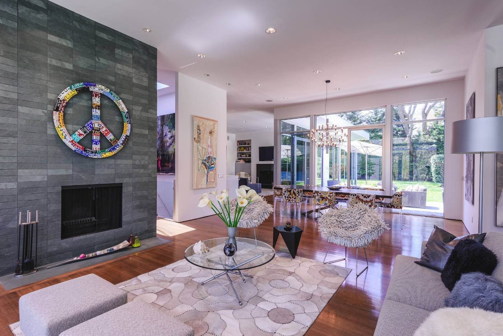 7. Single Family Home at Exquisitely Designed Modern East Hampton, NY 11937