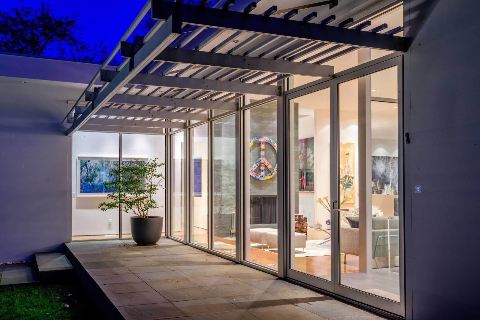 20. Single Family Home at Exquisitely Designed Modern East Hampton, NY 11937