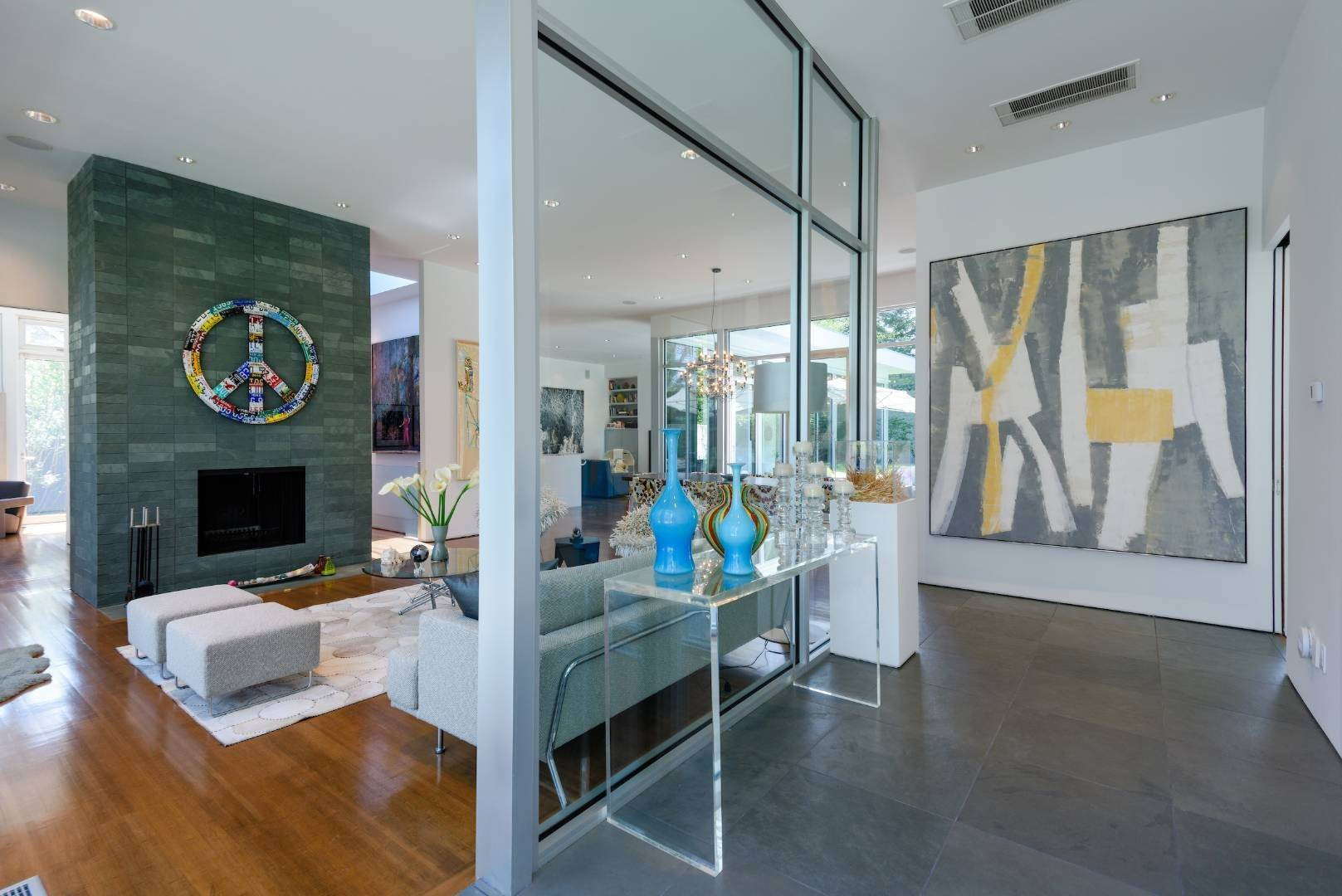 3. Single Family Home at Exquisitely Designed Modern East Hampton, NY 11937